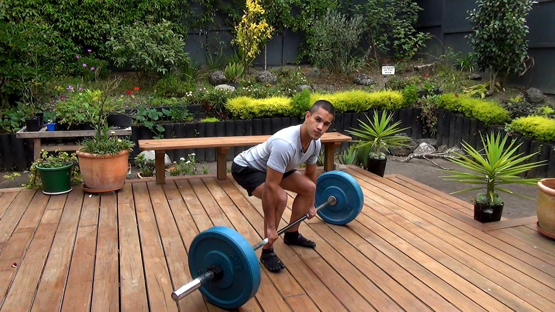 the barbell deadlift weightlifting exercise